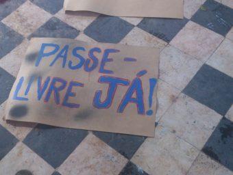 Juventude de Manaus se mobiliza contra o aumento da passagem