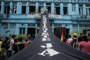 Militantes da frente estudantil do Levante em luta pela Constituinte. É hora de fazer nossa roda crescer!