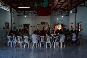 Estudantes reunidos durante a etapa de preparação do estágio.