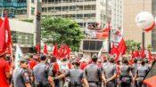 Qual a relação da Lei Antiterrorismo, a mídia e os movimentos populares?