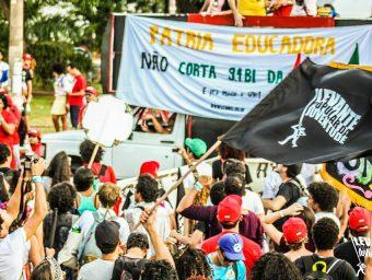 À Confederação Nacional dos Trabalhadores em Educação e seus sindicatos filiados