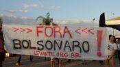EM BRASÍLIA, LEVANTE FAZ ATO CONTRA JAIR BOLSONARO