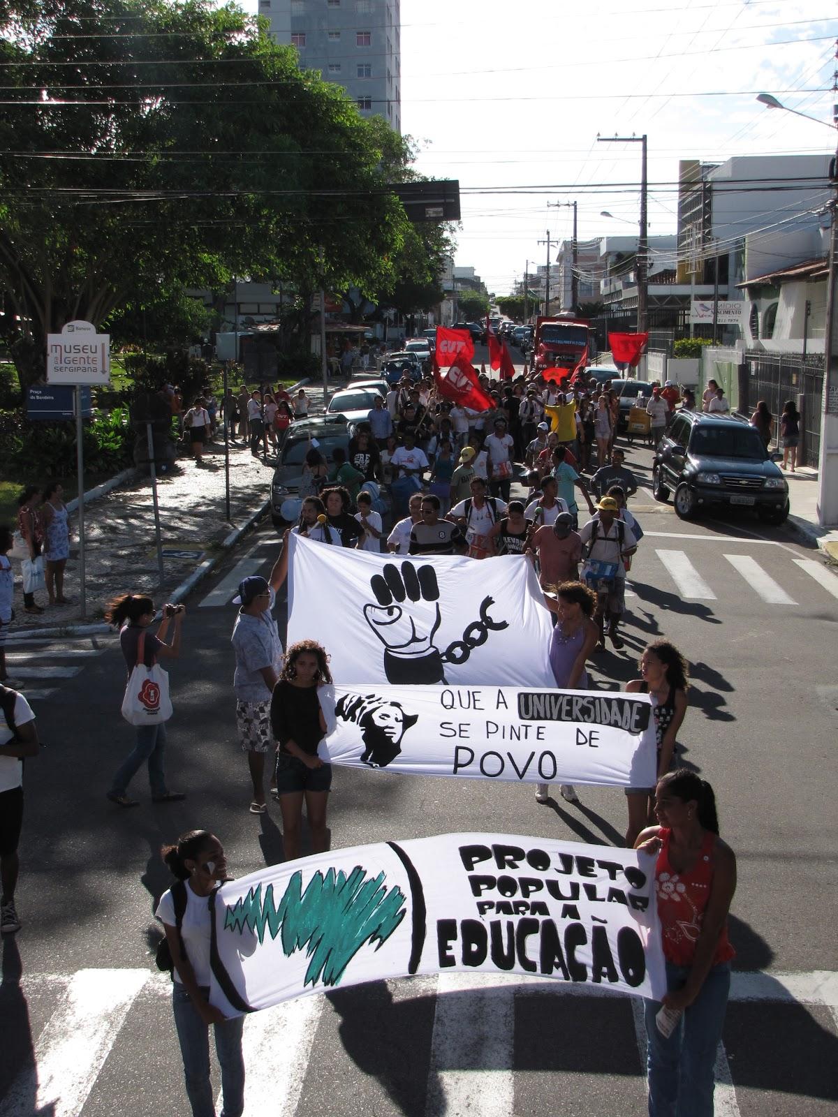 Em Aracaju, juventude realiza ato público em defesa da educação