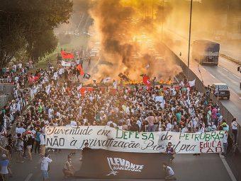 Todo apoio a Deyvid Bacelar, presidente da Federação Única dos Petroleiros e Petroleiras, à toda a categoria e ao movimento sindical brasileiro!